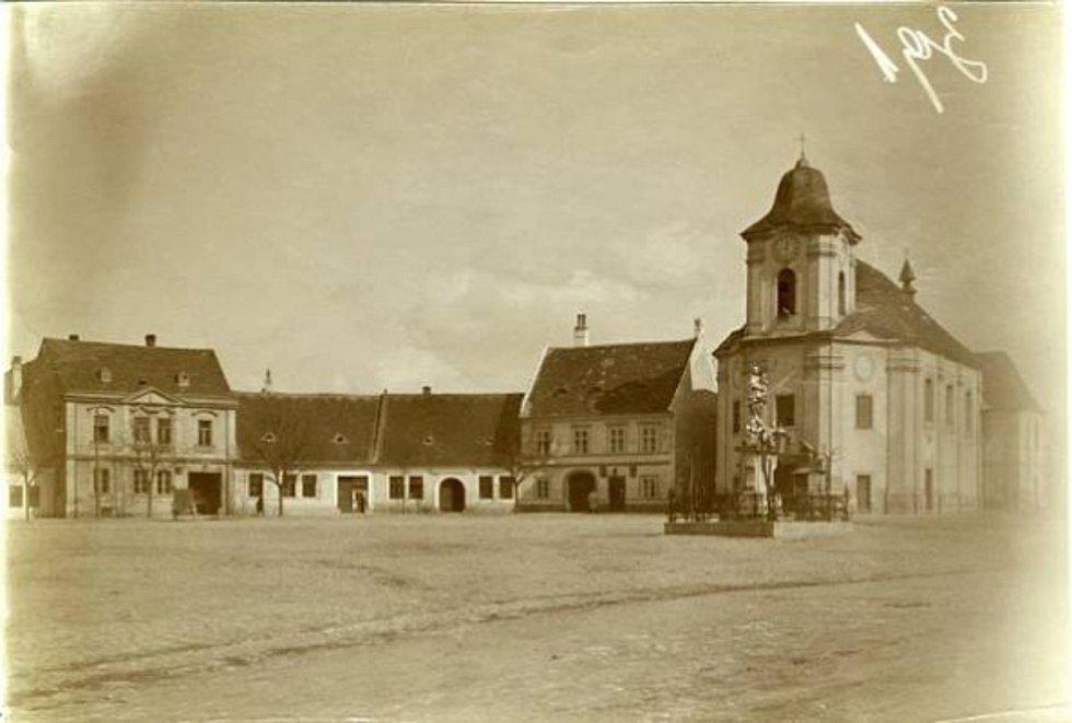 Bartolomějské náměstí ve Veselí nad Moravou, historická fotografie.