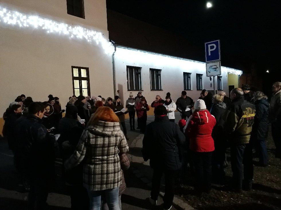 Česko zpívá koledy v Domaníně.