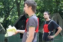 Hodonínští Zálesáci mají už tři desítky let táborovou základnu v Čeložnicích. Na první turnus vyjelo jednapadesát dětí.
