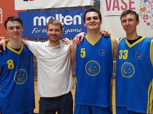 Hráči Jiskry Kyjov ročníku 1998 a 1999 skončili pod vedením trenéra Radima Mezihoráka v juniorské lize druzí, když ve finálové skupině nestačili pouze na vítězný celek GBA Praha.