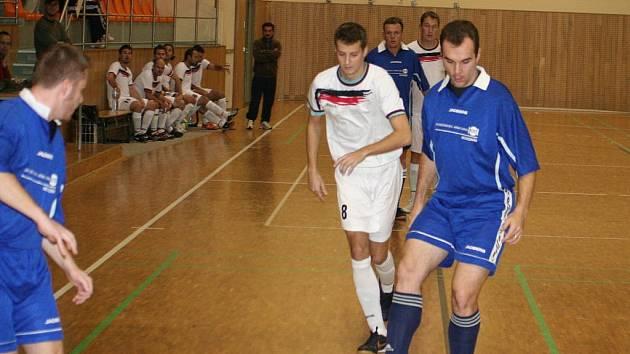 Futsal, okresní přebor: Stamaho Hodonín (v bílém) vs. Terezín