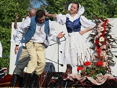 Hlavní program milotických Dnů obce se letos odehrál v zámecké zahradě. Na pódiu se kromě domácích představily skupiny z Maďarska a Slovenska.