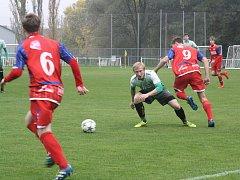 Bzenečtí fotbalisté na trávníku Tišnova prohráli 3:0. Ilustrační foto.