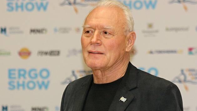Bývalý trenér a předseda hodonínského veslařského oddílu Miroslav Hatala byl za svoji práci a dlouholeté úsilí odměněn zástupci českého svazu.