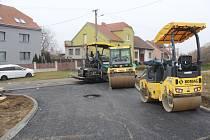 Dokončení nové cesty v Dolních Bojanovicích v lokalitě Záhumenní.