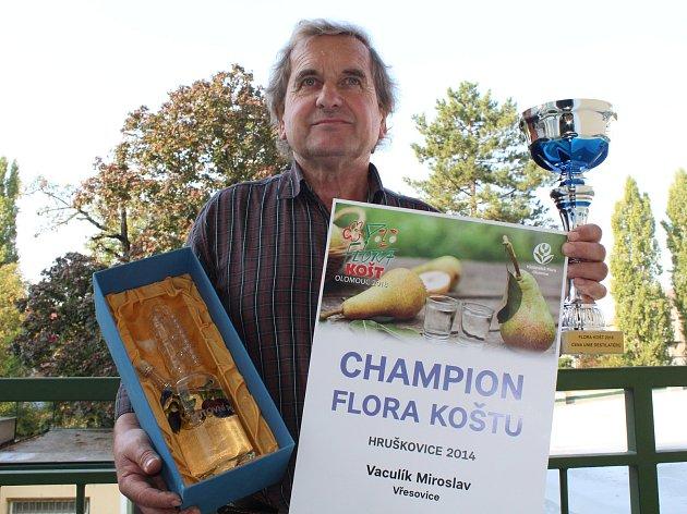 Hruškovice z Vřesovic od Miroslava Vaculíka se pevně usadila na trůnu Grand Prix ovocných destilátů Flora koštu v Olomouci.