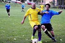 Fotbalisté Dolních Bojanovic (modré dresy) před týdnem vyhráli s béčkem Bzence, v neděli doma zase remizovali s Uhřicemi.