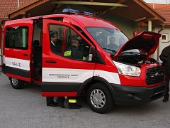 Nový Ford Transit za téměř milion korun zamířil ke strážovickým hasičům. Poslouží nejen při požárech, ale například i při evakuaci.