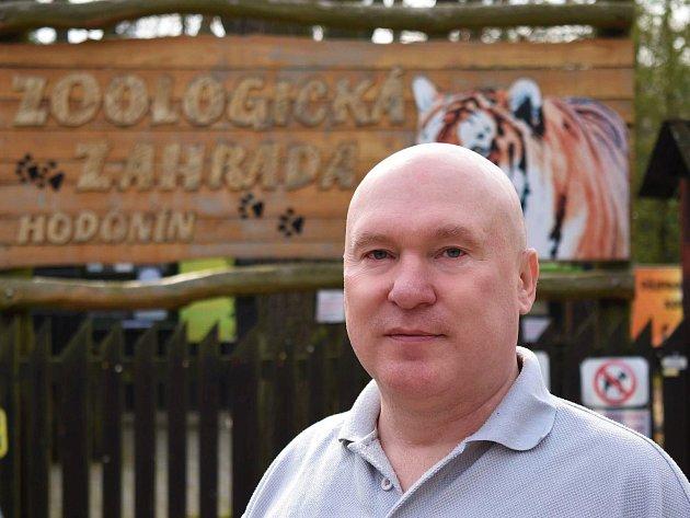 Už dvacet let připravuje Libor Malovaný cukrovou vatu pro návštěvníky hodonínské zoologické zahrady.