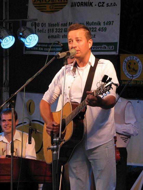 Petr Bende vystoupil na Žalmanově Kyjovu.