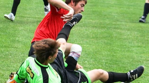 Domácí fotbalisté Starého Poddvorova vyhráli tradiční mezinárodní turnaj. Nováček 1. B třídy v úvodním zápase porazil slovenský Trnovec 2:1, v závěrečném duelu pak přehrál i jihočeské Borovany.