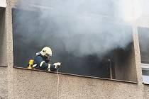 Požár činžovního domu v Hodoníně.