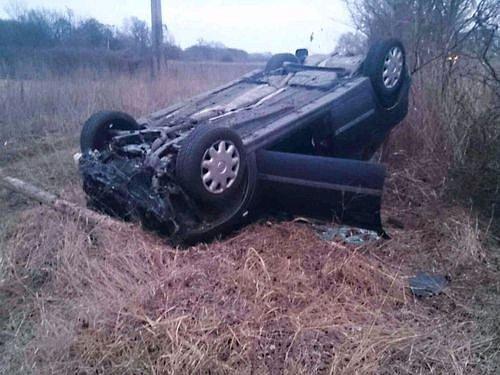 Několik metrů mimo silnici a sautem na střeše skončil vsobotu odpoledne řidič, který nezvládl řízení mezi Moravským Pískem a Veselí nad Moravou.