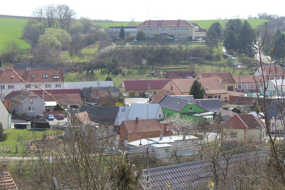 Pohled na Ježov od kostela svatého Jakuba.