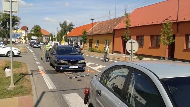 U petrovské školy srazilo auto ženu se čtyřletým chlapcem.
