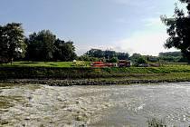 Jez na řece Moravě u obce Vnorovy a středeční zásah záchranářů u převrácené kánoe.