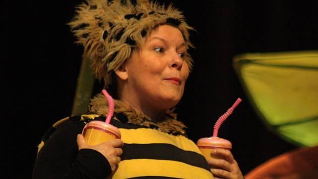 Pražské divadlo Krapet přivezlo do Strážnice představení pro děti Příhody včelích medvídků.