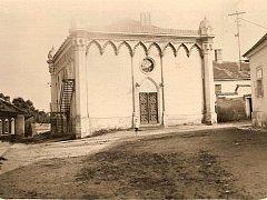 Synagoga v Hodoníně ve 20. letech 20. století.