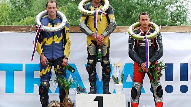 Kyjovský závodník Dušan Novosád (vlevo) vybojoval na ostravském Okruhu Františka Bartoše skvělé druhé místo.