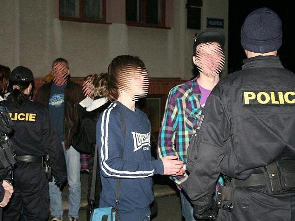 Bezpečnostní akci zaměřenou na to, jestli pijí mladiství a zároveň i pátrání po pohřešovaných osobách. Na tyto dvě oblasti se zaměřili policisté na Hodonínsku v pátek večer.