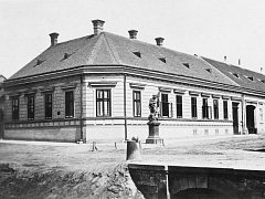 Hodonín – Rok 1870, na rohu dům Dr. Beránka, vedle pozdější Besední dům.
