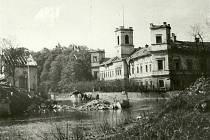 Výstava představuje zašlou slávu zámku ve Veselí nad Moravou.