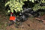 Motocyklista nevybral zatáčku a u Lipova narazil do stromu.