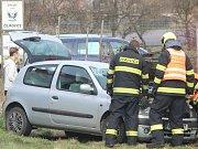 Hasiči, policisté a záchranáři vyjížděli do Čejkovic. Havaroval tam renault.
