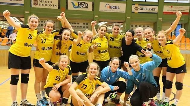 Hodonínské házenkářky se po domácí výhře nad vedoucí Plzní dostaly v první lize na druhé místo tabulky.