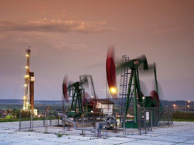 Těžba ropy u Dambořic.