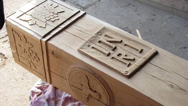 Vinařský kříž s motivy Ježíše Krista.