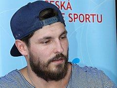 Hokejový obránce Michal Kempný byl hlavní hvězdou autogramiády, která se v pátek odpoledne uskutečnila před hodonínským zimním stadionem.