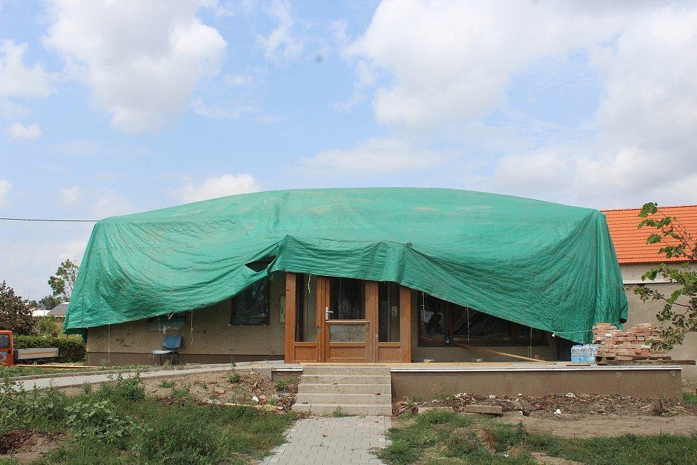 Nové centrum denních služeb v Mikulčicích téměř měsíc po tornádu.