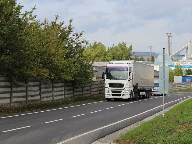 Opravená silnice druhé třídy spojující Kyjov s Ratíškovicemi.