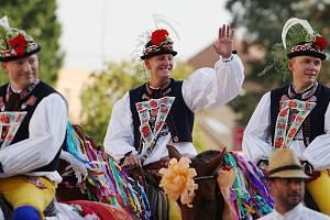 Kyjovští slavili jubilejní Slovácký rok. Stovku vítali hudbou, vínem a koňskou jízdou sedmičlenného skoronského banderia.