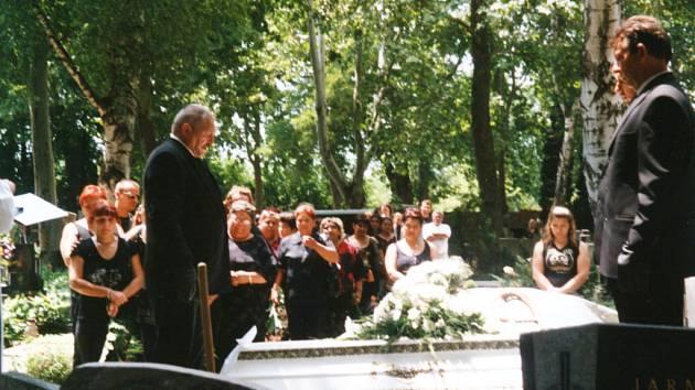 Pohřeb uhořelého muže