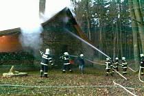 Požár lovecké chaty v Radějově