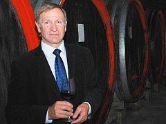 Pavel Pastorek získal několikrát ocenění Manažer roku, rád ochutná různé druhy vín od suchých až po ledové nebo slámové. Váží si schopností starých vinařů, ale při výrobě vína zároveň upřednostňuje použití moderních technologií.
