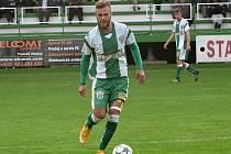 Bzeneckým fotbalistům se v divizi nedaří. Herně to nejde ani záložníkovi Petru Horňákovi (na snímku), který nedokázal zabránit další porážce.