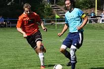 Fotbalisté Hroznové Lhoty se bude muset obejít bez zkušeného stopera Petra Lagy (na snímku vpravo), který kvůli problémům s kolenem zřejmě ukončí kariéru.