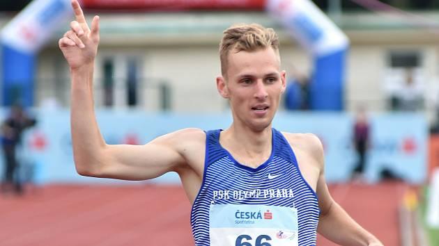 Filip Sasínek ovládl při prvním extraligovém kole běh na 1500 metrů.