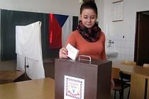 Přímé prezidentské volby si vyzkoušely také studentky kyjovské zdravotní školy.