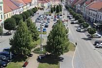 Od poloviny srpna projedou řidiči náměstím v Kyjově jen jedním směrem. Vedení radnice chce odlehčit dopravu přes památkovou zónu.