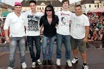 Kapela Jarush Filgas Band se zpěvákem Jarkem Filgasem (uprostřed). Nikolas Destiny
