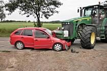 U Blatnice se srazilo auto s traktorem.