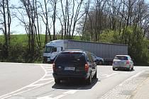 Řidiči se na křižovatce mezi obcemi Hovorany a Čejč dočkají přestavby na okružní.