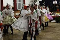 Krojovaný ples.
