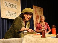Divadlo Pavla Trávníčka vyprodalo téměř celý sál vracovského kulturního domu se svou hrou Sborovna.
