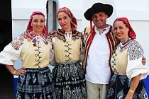 Šestnáctý ročník folklorního festivalu Senioři v petrovských Plžích. V hlavním pořadu nazvaném Senioři jak víno vystoupily soubory z Moravy i Slovenska.
