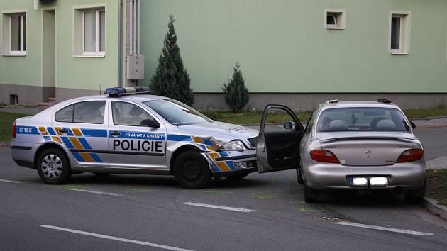 Prchající řidič narazil v Ratíškovicích do policejního vozu.